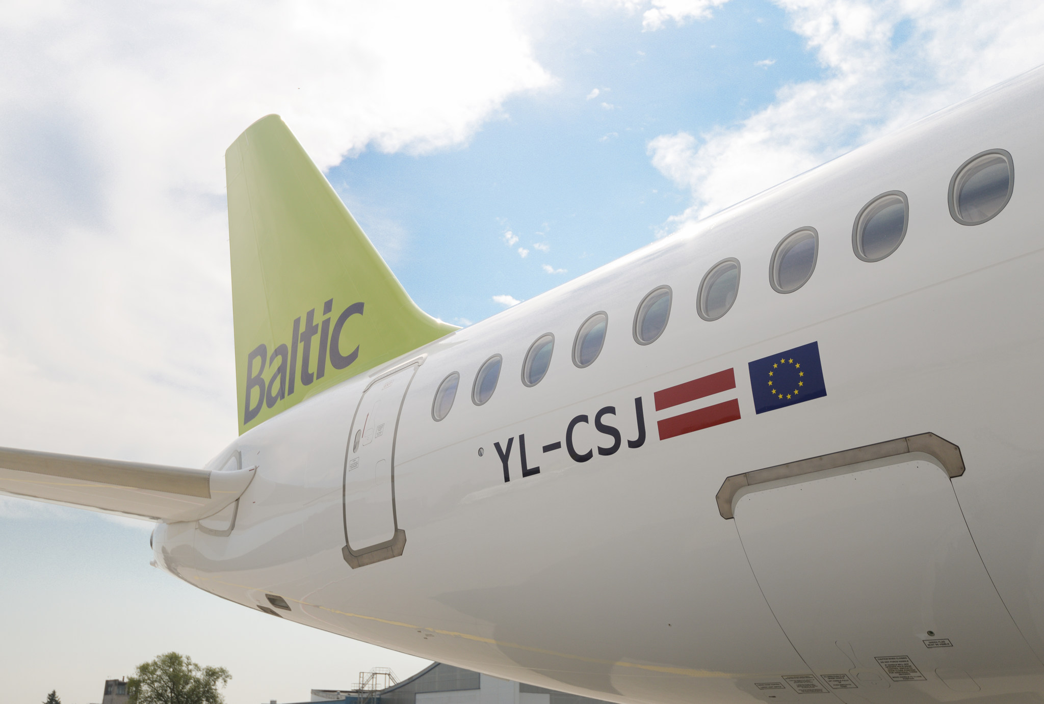 airBaltic A220 300 10TH 3