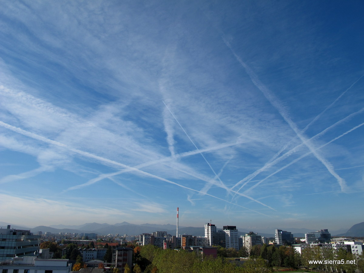 contrails_img_5192.jpg