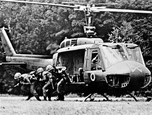 bell_uh-1_iroquois_vietnam_virglobalsecurity.jpg