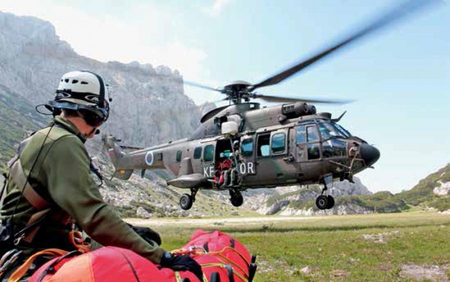Ob koncu tedna helikopter Slovenske vojske poletel na pomoč 11-krat, s falconom prepeljali organ