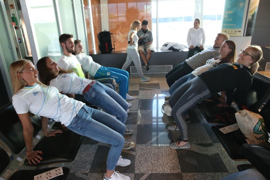 Mladi olimpijci razmigali letalske potnike
