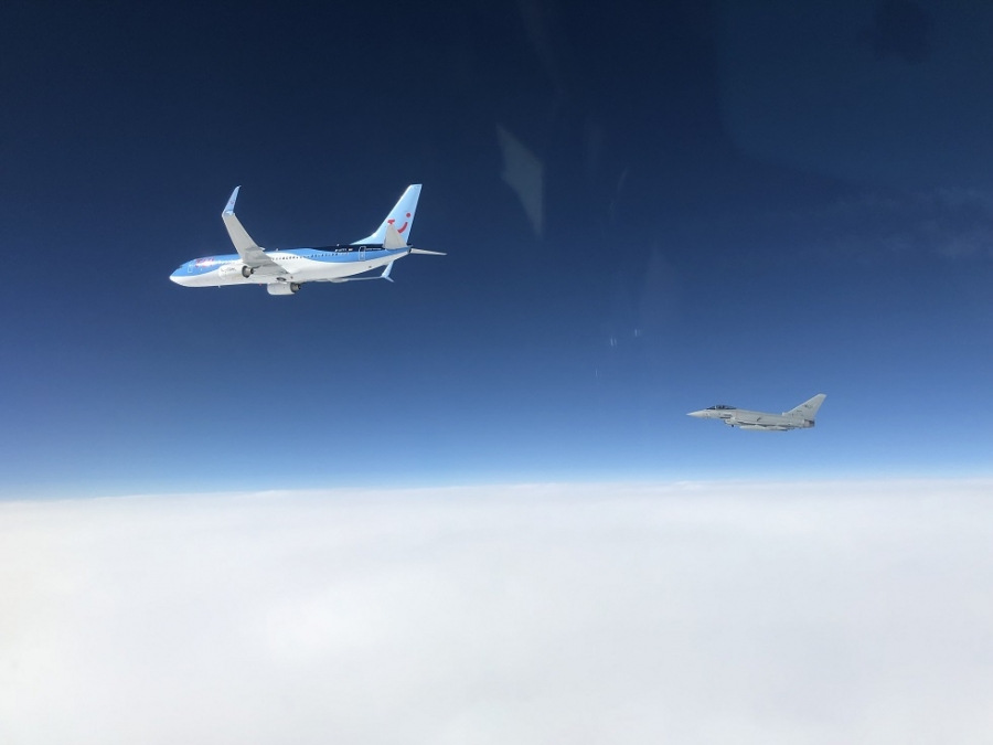 [FOTO] Italijanska Eurofighterja prvič prestregla potniško letalo nad Črno Goro