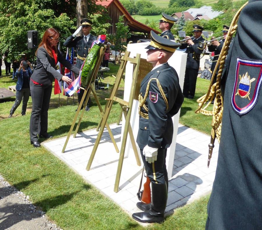 V Šoštanju odkrili obeležje v spomin padlima posadkama ameriškega in angleškega bombnika